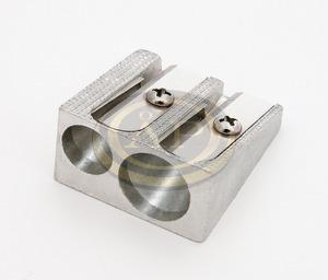 Hegyező 2 lyukú fém